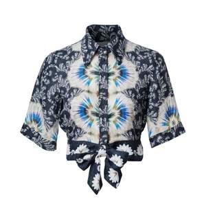 Knytblus i 100% ekologiskt linne. Från H&M Conscious Exclusive 2019.