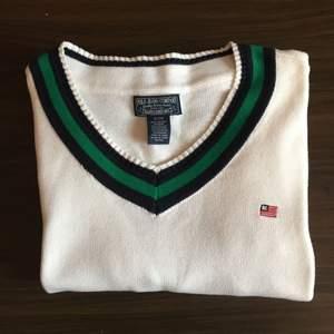 Polo Jeans Company (Ralph Lauren) Tröja 100% bomull (Nypris 1600) I princip ny, använd 2 gånger. Köpt i USA  Möjlighet för meetup i Stockholm och kan skickas på köparens bekostnad. Om mer bilder önskas skicka ett PM :)