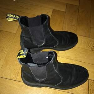 Svarta boots från dr.martens. Sparsamt använda