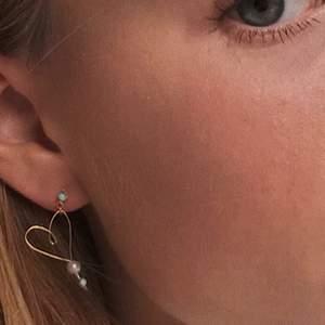 Örhängen designade av Vera unosson❤️❤️ fria från nickel. Jag gör örhängen och smycken under namnet vunodesign.