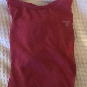 gant tröja från kidsbrandstore, fin färg o skönt material, säljer för 70kr inklusive frakt💕