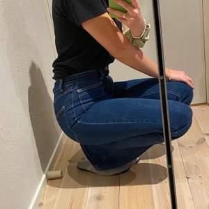 Säljer desss fina bootcut jeans från pull&bear, använda typ 2 gånger❤️  köpare betalar frakt💫