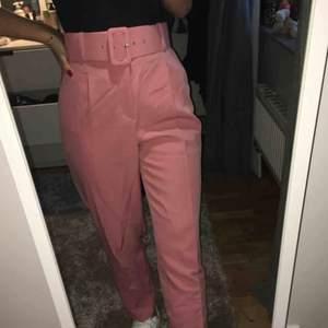 svinhäftiga rosa kostymbyxor från zara, säljer för 120kr inklusive frakt💕