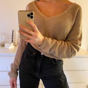 superfin beige stickad tröja från nakd, knappt använd o väldigt bra skick!🤍 storlek xs men passar även mig som är s i de flesta tröjor