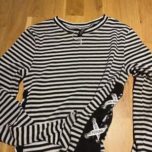 Svart- Vit tröjan