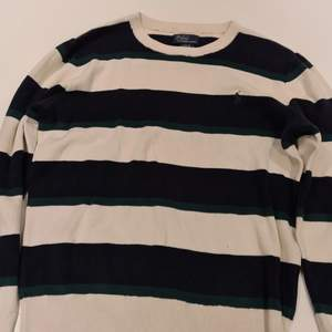 Denna tröja är i ett bra skick använd flertalet gånger köptes för ca 10 år sedan