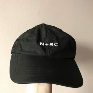 M+RC noir keps som är i jätte bra skick!