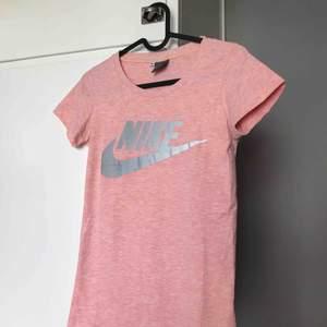 Nike tränings tröja jätte skön och snygg