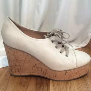 Chloé skor köpta för cirka fem år sedan under resa till New York. Använda en gång pga fel storlek. Väldigt bra skick!