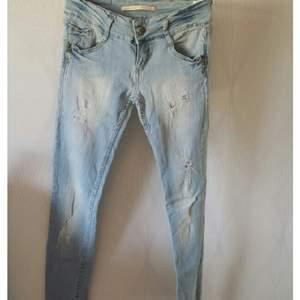 Jeans med hål. Sköna och stretchiga. Fint skick!