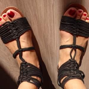 Sandaler från din sko, aldrig använda. Ordinarie pris 350, säljes för 200 kr. Möter gärna upp för köp, alternativt skickar.