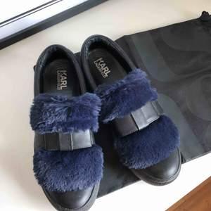 Snygga sneakers från Karl Lagerfeld. Använda men i gott skick. Storlek 40.