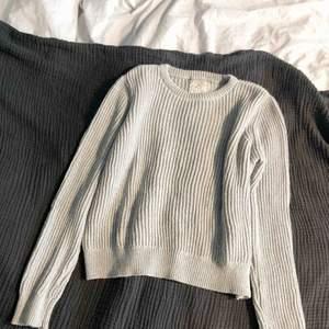 Skön tröja från Pull & Bear! Använd fåtal gånger och i fint skick! 40kr frakt eller mötas upp i Stockholms innerstad ♥️🌹