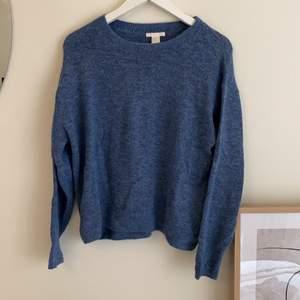 Blå stickadtröja, knappt använd 💙 Större i storleken