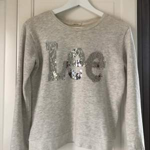 Fin tröja från Lee, mycket fint skick. Strlk XS.