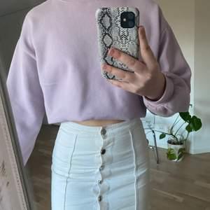 Säljer denna vita sommarkjolen från Gina Tricot, 60kr + frakt