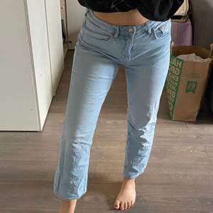 Snygga ljusa jeans, perfekta till våren