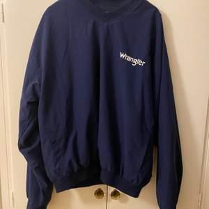 Kan användas som jacka eller sweatshirt