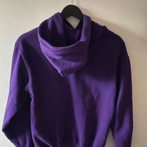 One of one hoodie storlek s. Bra Cond 8/10 endast använd fåtals gånger. Helt slutsåld