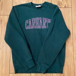 Kollar intresset på denna carhartt sweatshirt. Osäker om jag vill sälja men buda från 300 i kommentarerna vad ni hade kunnat ge💕