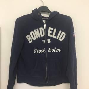 Blå långärmad bondelid tröja. Säljes då den ej kommer till användning.