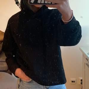 Svart basic hoodie från Zara, bra skick! Skriv om du har frågor!:)💝💝