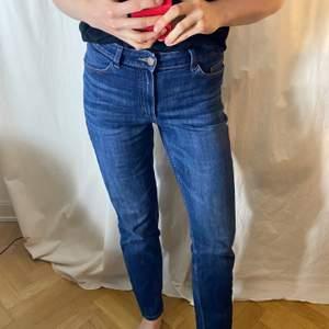 """Supersnygga jeans från Acne, """"regular waist, slim leg"""". Storlek 28/32 men jag skulle mer säga 26/32. Finns att hämta på Södermalm, annars står köparen för frakten, skriv gärna om ni har några frågor! 😸"""