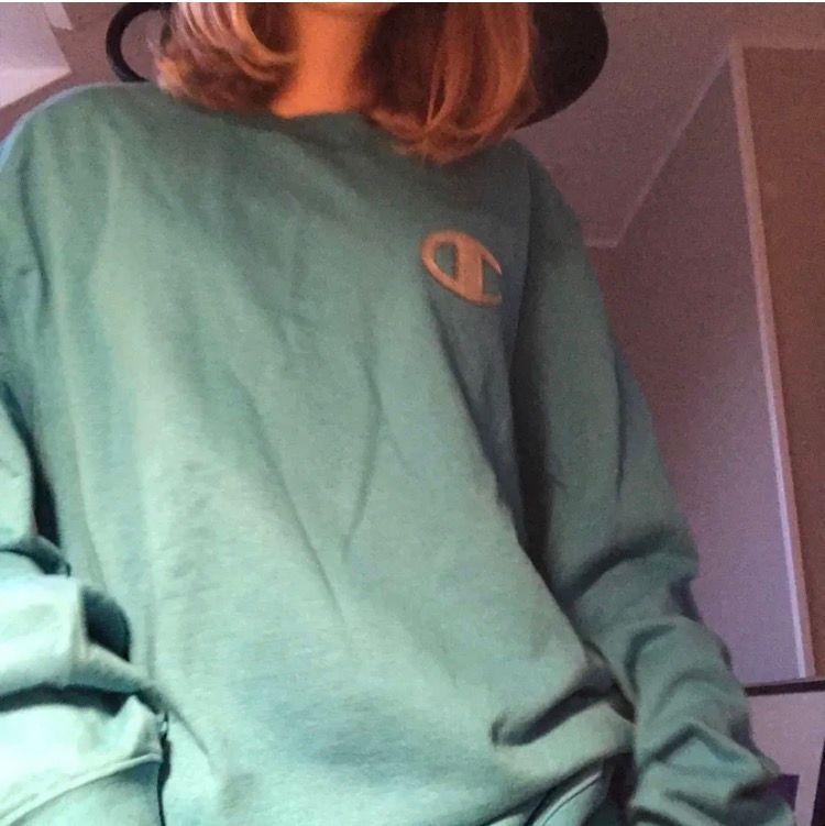 Säljer min skitsnygga champion tröja i blå härlig färg! 💙 Tröjan är i xxl men den passar allt däremellan då jag är en xs/s t. ex. 💙. Tröjor & Koftor.