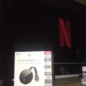 köpt runt 1000 lappen på Cdon säljer nu i nyskick för 750, säljes för att jag fått en extra o julklapp. Kan nog vara det absolut bästa jag köpt, streama från mobilen till tv'n endast genom att koppla in den i Hdmi ingången i tv'n. Kolla på Netflix , Cmore, Viaplay, tv4, HBO och myckeet mer genom att ansluta genom Wi-Fi från mobilen så streamar du lätt på några sekunder