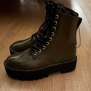 Jättefina helt oanvända boots från HM i storlek 36.
