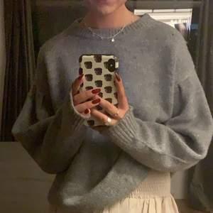Jättefin o mysig tröja från asos köpt i somras, oversized och i strl 36, men passar ju verkligen större. Bara att höra av sig om du har någon fråga💚