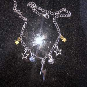 Super coolt halsband. 75kr (frakten är inkluderad i priset) kontakta mig vid intresse eller funderingar. 💓🥰⚡️