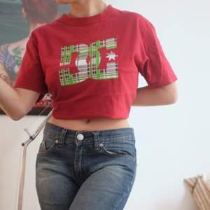 Original t shirt ca 60cm från hals till slutet. Använd uppvikt under bh:n men är oversized i vanliga fall