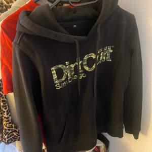 Dirtcult hoodie, M men passar S
