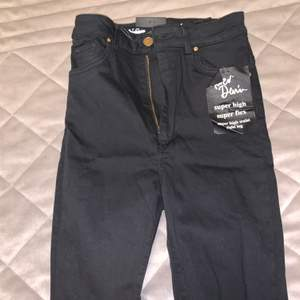 De kända bikbok jeansen, köpte ett par som var för små så de har bara legat i garderoben. Nypris 599:-, mitt pris 300:- inklusive frakt.