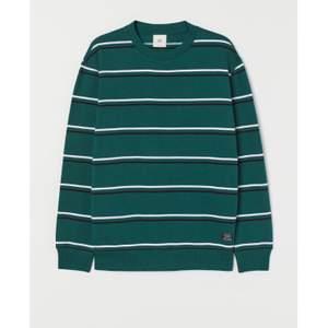 Nån som har denna tröjan? Kan betala Max 180kr! Kan va strl XS,S och ksk en M🤍