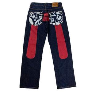 Evisu jeans, har mina misstankar om att dessa är fake, därför lägger jag ut dom väldigt billigt om någon skulle vara intresserad! Dom är hursomhelst väldigt coola och välgjorda.