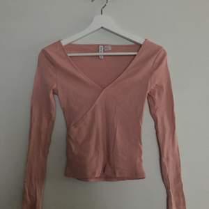 en ljusrosa tröja från hm jag aldrig använt!!🦋