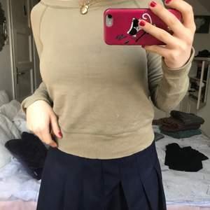 Super fin off shoulder tröja