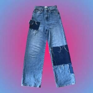 Jag har haft dessa byxor i ungefär ett år, de är köpta ifrån Urban outfitters men är för små nu. Jag har använt de ganska så mycket så de är lite slitna. De är höga i midjan och stora i storleken