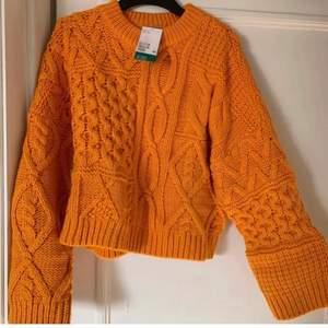 Lägger upp igen pga oseriösa köpare. Helt ny stickad tröja, superfin och skön!! Frakt tillkommer :)