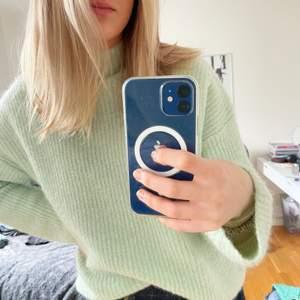 Säljer denna fina mintfärgade stickade tröja med en turtleneck från Gina Tricot i storlek S. Endast använd nån enstaka gång. Köparen står för frakten.