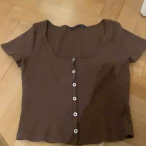 Super fin brun tröja som bara är använd 1 gång💗passar alla storlekar i princip och super stretchig💗säljer pga ingen användning💗kontakta vid köp