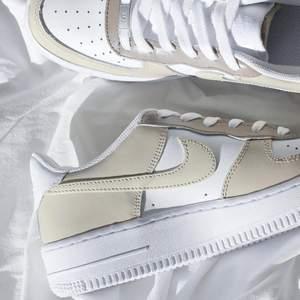 Säljer handmålade customized Nike's, på bilderna ser ni några av mina designs. Skicka ett DM på Instagram @LSAcustoms om du är intresserad, där finns även fler bilder och info! 🤍