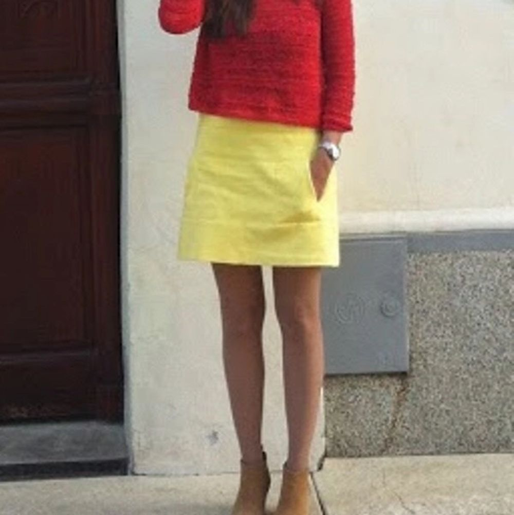 ZARA yellow neon skirt with pockets.  Size L, but it nicely fits M as well. It has some very light stain spot, but it is not visible.  Pick up available in Kungsholmen  Please check out my other items! :) . Kjolar.