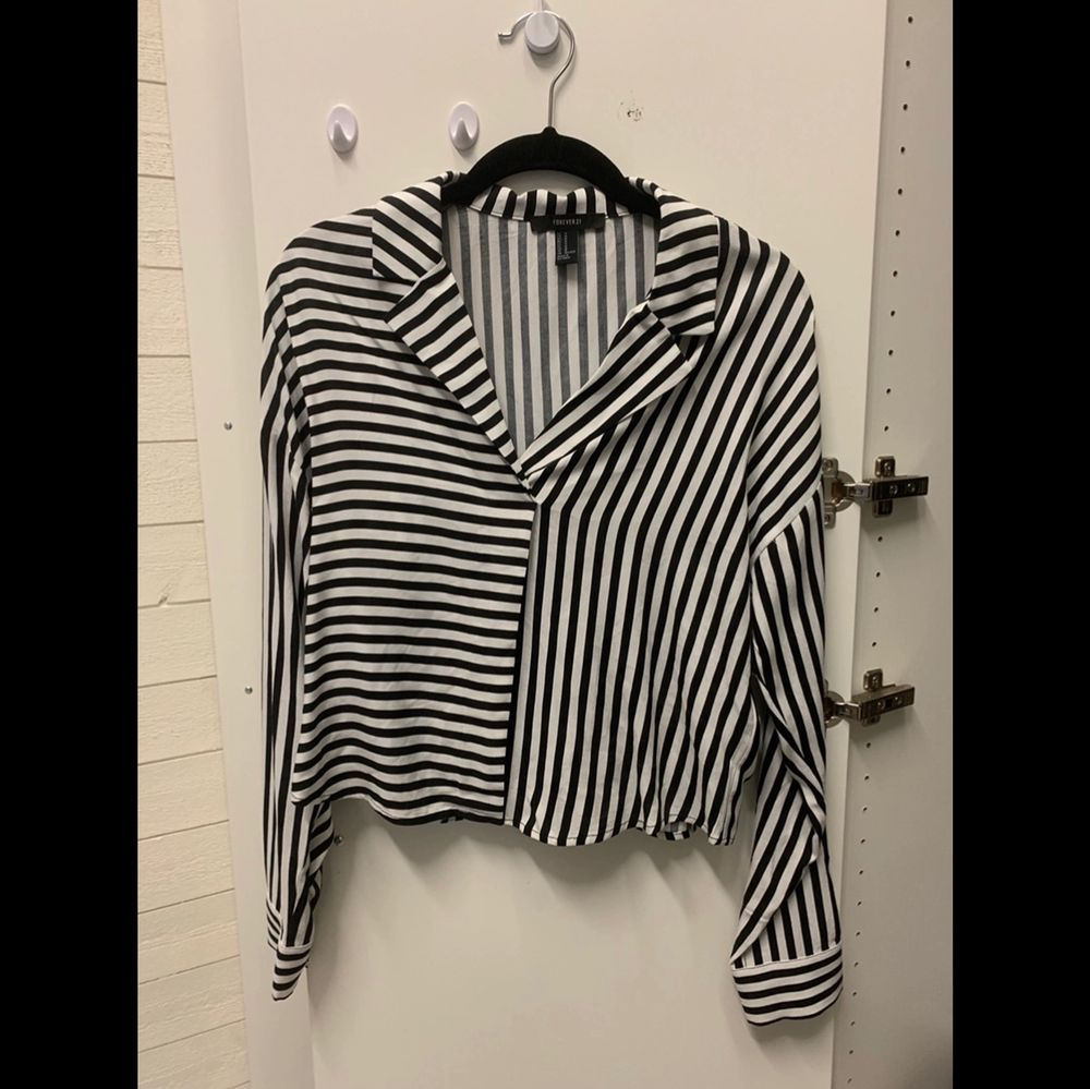 Svartvit skjorta . Skjortor.