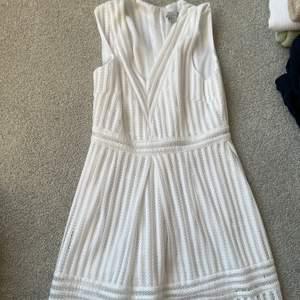 Säljer en klänning som inte kommer till användning längre. Passar perfekt till sommaren 🌺