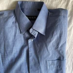 Blå Hugoboss skjorta, vintage.