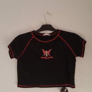 Jag har endast använt den få gånger och den är super fin! Jag har sett en sån här tröja många gånger på Pinterest! Den är i storlek small :)