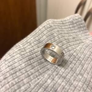 Cartier ring i storlek 6, silverfärgad